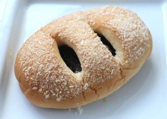 富山ブラックカレーパン2.jpg