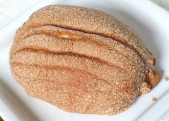 つぶつぶアーモンドメロンパン