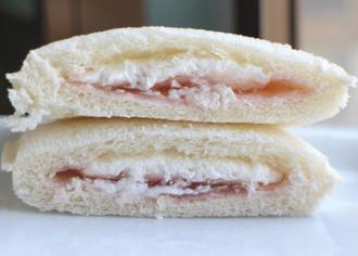 桜風味クリーム&レアチーズ風味ホイップ