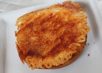 羽つきチーズのカレーパン