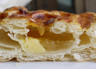 青森県産りんごの紅玉りんごパイ