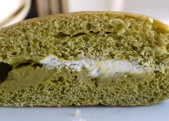 京都産牛乳ホイップと宇治抹茶のクリームパン