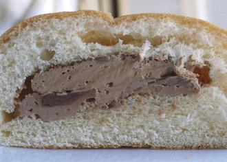 3層の味わいチョコクリームパン