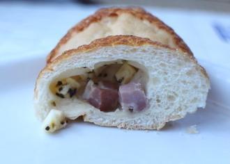 角切りベーコンとチーズのパン3.jpg
