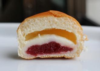 薄皮いちご& ミルククリームパン