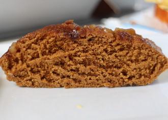 黒糖が染み込んだクルミ蒸しパン