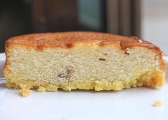 バナナケーキをのせたタルト