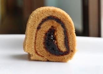 黒みつ黒豆ロールケーキ