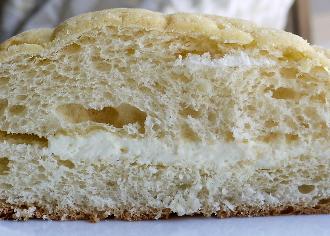 卵たっぷりメロンパン