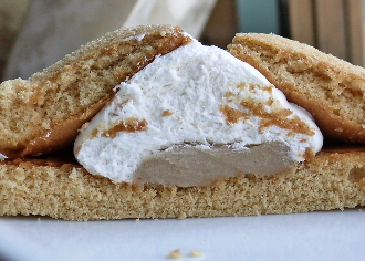 マロンのマウントホイップケーキ