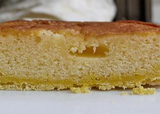 レモンケーキをのせたタルト