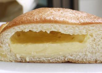 カスタードクリームのパン