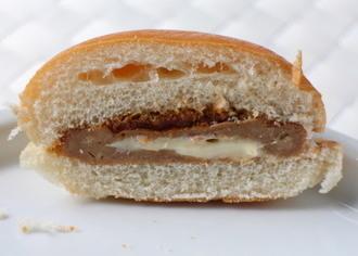 ヤマザキ とろ〜りチーズ入りハンバーグサンド