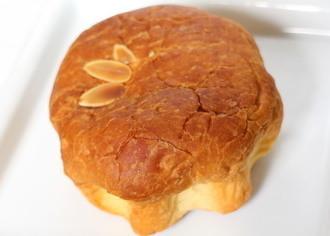 ケーキをつつんだクロワッサン バター